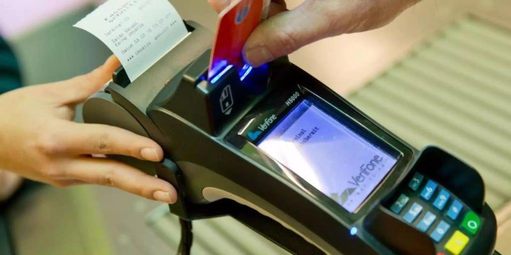 Deutsche zahlten 2018 erstmals mehr mit Karte als in bar