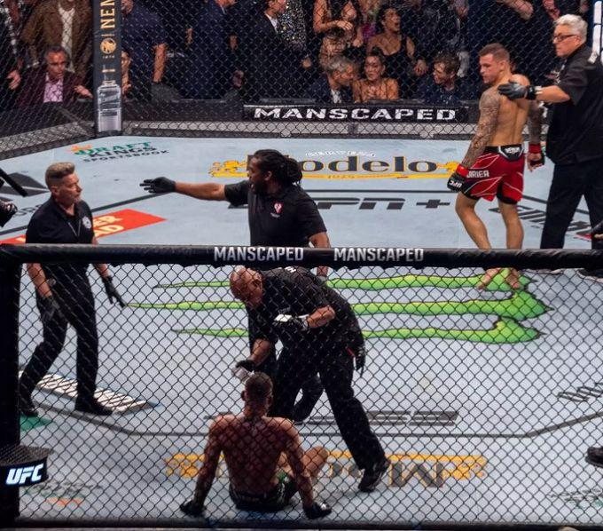 Conor McGregor UFC Poirier