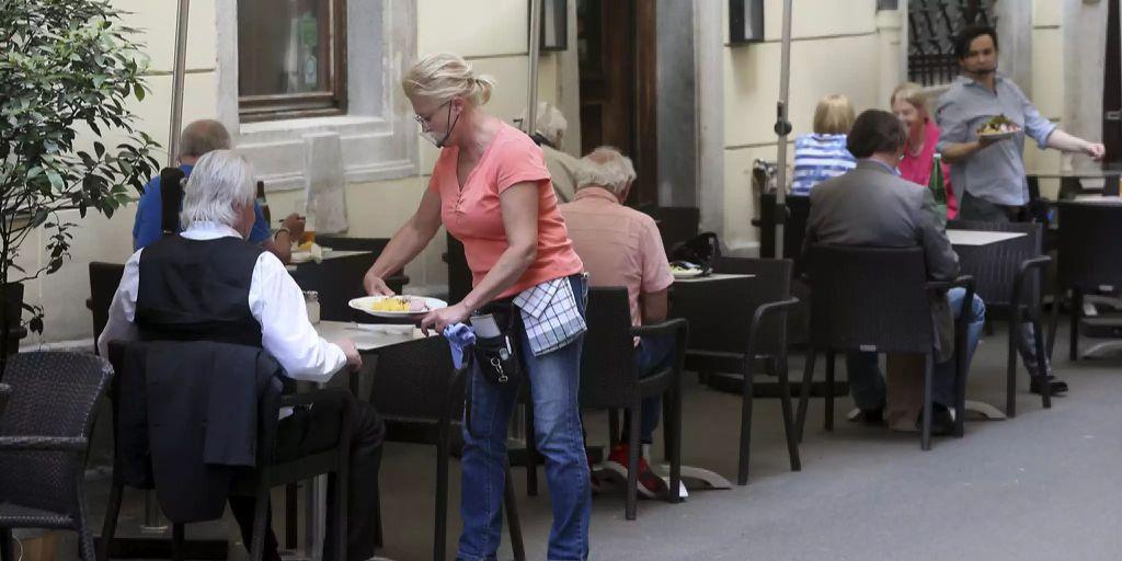 Österreich bietet allen Tourismusmitarbeitern Coronatest an