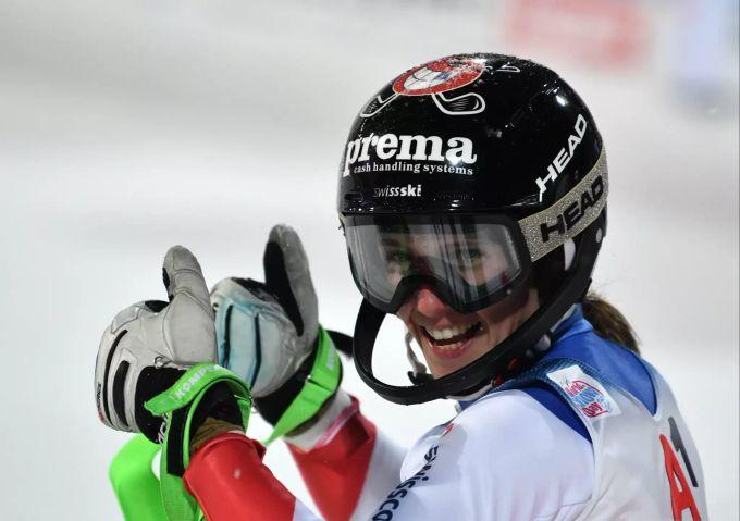 Wendy Holdener im Flachau-Slalom auf dem Podest - Shiffrin ...