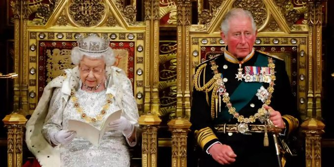 Il principe Carlo, la regina Elisabetta