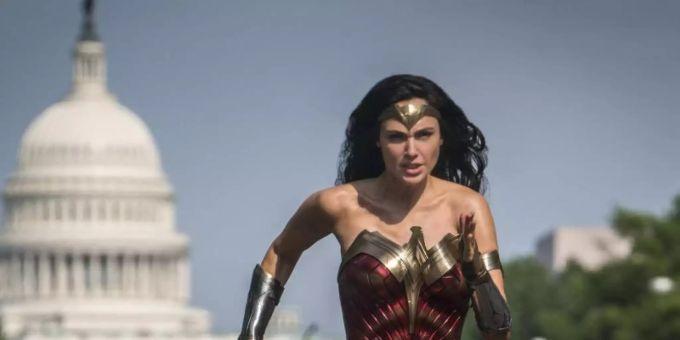 Wonder Women Milf Mutter wird gepoppt