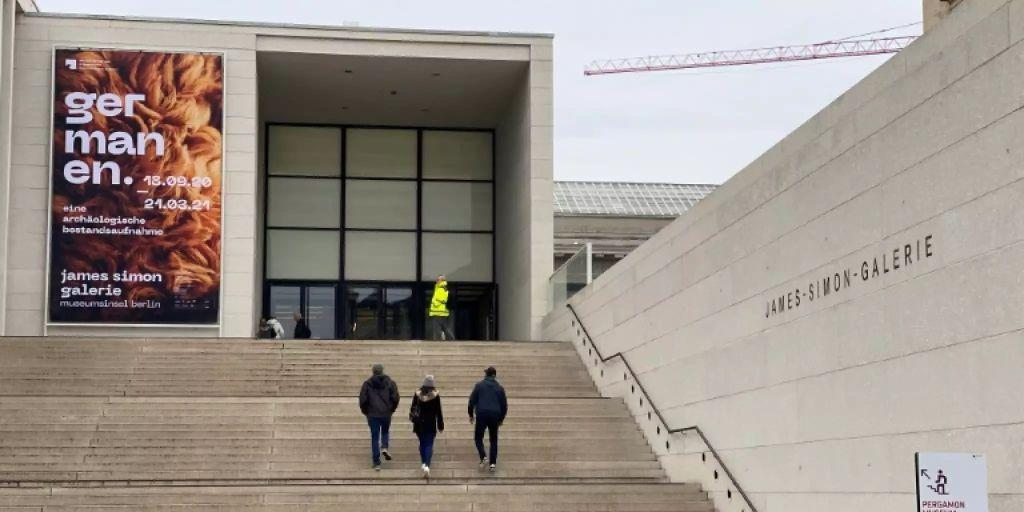 Ratselraten Nach Beschadigung Zahlreicher Kunstwerke Auf Berliner Museumsinsel