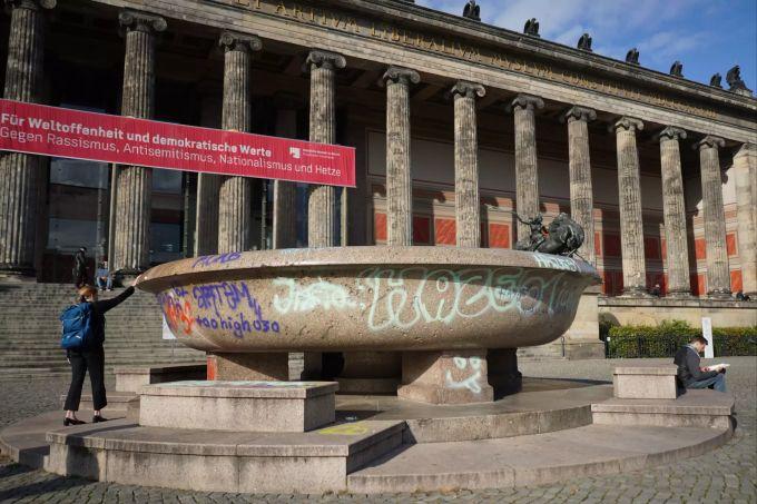 Erneut Vandalismus Auf Berliner Museumsinsel Schale Beschmiert
