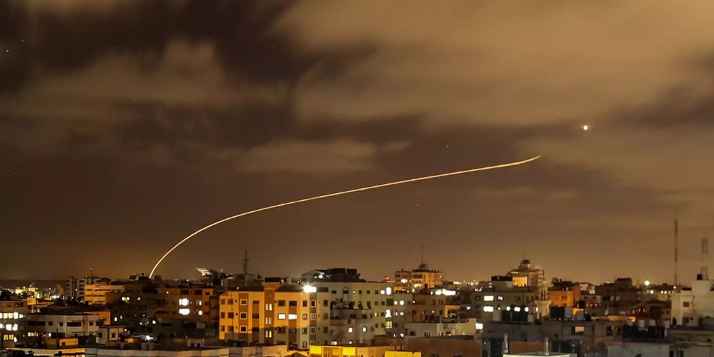 Israels Luftwaffe bombardiert weiter Hamas-Tunnelsystem in ...