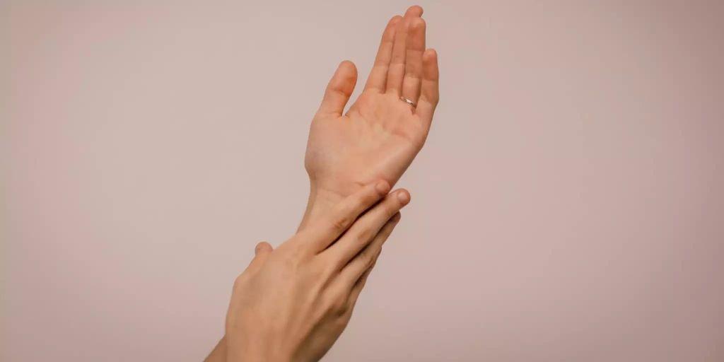 Zuerst Die Finger Und Dann Der Dildo