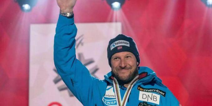 89c43815ca002 Aksel Lund Svindal verabschiedete sich mit der Silbermedaille. Foto   Michael Kappeler